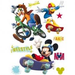 Mickey, Donal y Pluto haciendo deporte