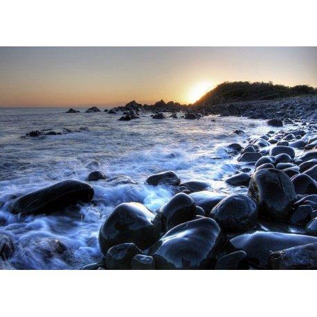 La Orilla de Piedra Mecida por el Mar
