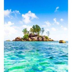 Pequeña Isla en Mar Turquesa