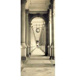 Paseo de Columnas en Blanco y Negro