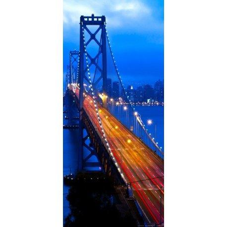 Puente Iluminado en la Gran Ciudad