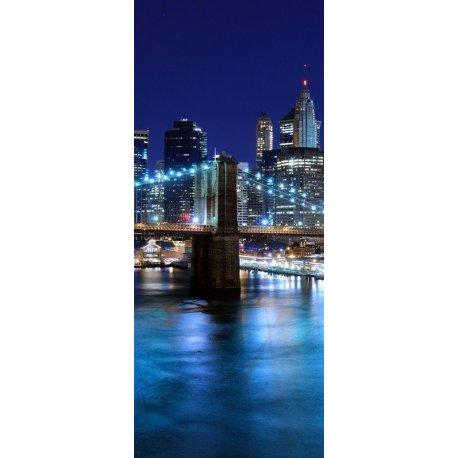 Río Iluminado por las Luces de la Gran Ciudad