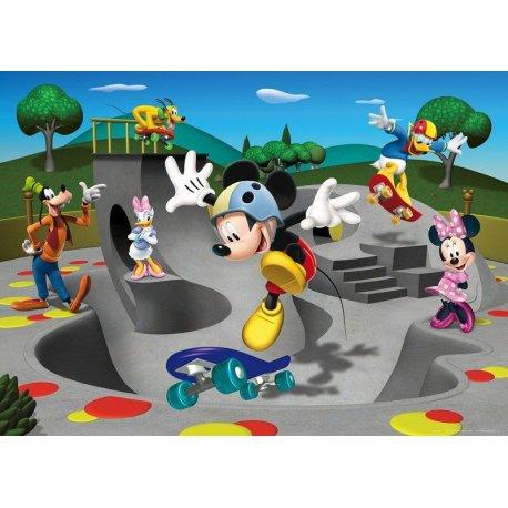 Mickey Mouse y Amigos Patinando