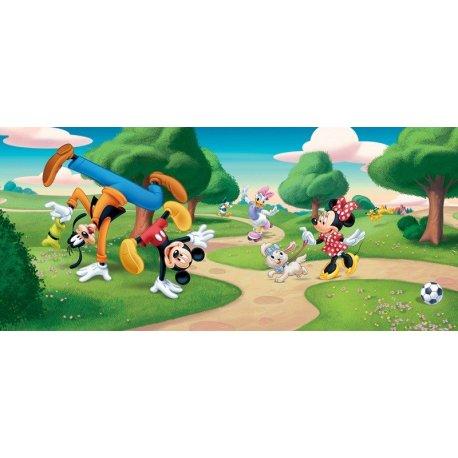 Amigos Disney Clásicos Jugando en el Parque