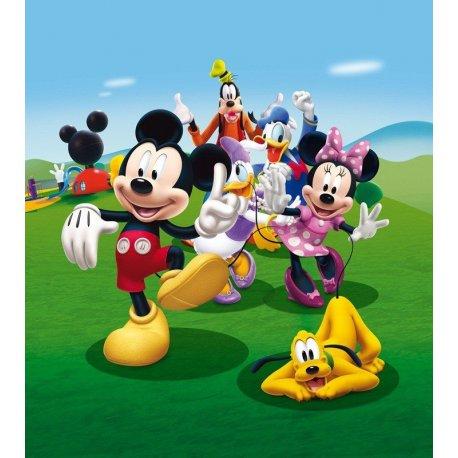 Amigos Disney siguiendo a Mickey Mouse