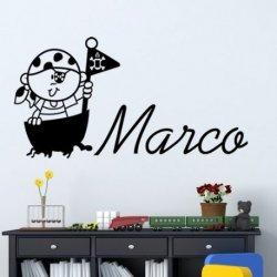 El Niño en su Barco Pirata