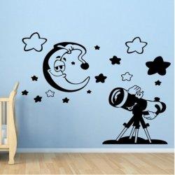 Bebé Observando la Luna